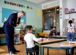 15-04-2020 King Willem-Alexander visited the primary school De Fontein in Wateringse Veld in the context of the coronavirus outbreak (COVID-19) and focused on the consequences in primary education,  in The Hague. 