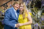 27-04-2020 Garden King Willem-Alexander and Princess Amalia during the national toast under the wisteria in the garden, onder de blauwe regen, celebrating Kingsday due to the Covid 19 corona, at palace Huis ten Bosch in The Hague.