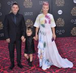 23-05-2016 CA (L-R) Carey Hart, Willow Sage Hart and Pink arrives at the