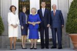 30-05-2016 Palace Queen Letizia and Queen Sofia and Princess Beatrix and King Juan Carlos and King Felipe pose for the media at Zarzuela palace in Madrid.