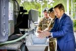 13-05-2020 Amersfoort King Willem-Alexander washing his hands while visiting the Territorial Operations Center at the Bernhard Barracks in Amersfoort.
