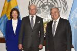 19-11-2018 UN Queen Silvia of Sweden (l) and King Carl XVI Gustaf of Sweden (center) pose for pictures with Secretary-General Ant?nio Guterres (r) at the United Nations Headquarters.