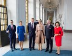 14-10-2013 Stockholm Queen Maxima and King Willem-Alexander and King Carl Gustaf and Queen Silvia and Princess Victoria and Prince Daniel pose for the media in the Royal palace in Stockholm, Sweden.  © PPE/Nieboer/pool