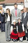 26-10-2013 Teverga Princess Letizia and Prince Felipe visiting the village of Teverga in Asturias, Spain.  The village of Teverga was honoured as the 2013 best Asturian village during the 'Prince Asturias Awards 2013'.  © PPE/Thorton
