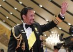 06-10-2017 Sultan Brunei's Sultan Haji Hassanal Bolkiah waves to guests at the royal banquet celebrating his golden jubilee on the throne in Bandar Seri Begawan, capital of Brunei.